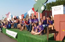 4-Hers promote ?America?s Pastimes? during Marion CountyFair parade