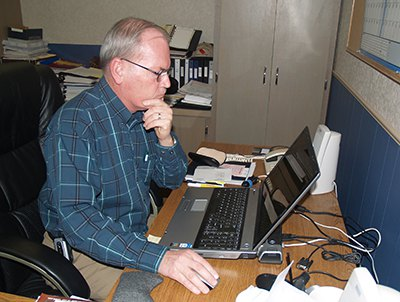 LarryPaineComputerPC135106.JPG