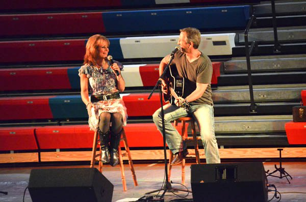 McEntire concert draws about 450
