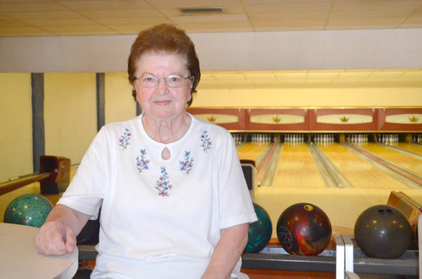 Ewert strikes a tradition at Trail Lanes