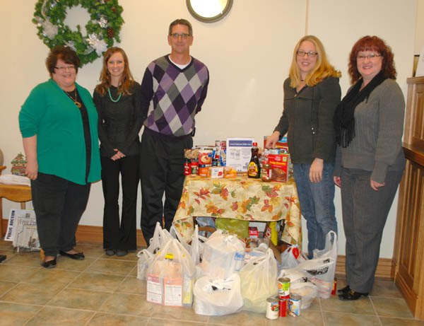 Central National Bank donates food to Main Street Ministries