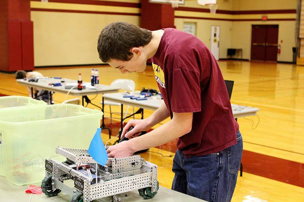 Hillsboro hosts second VEX robotics tournament