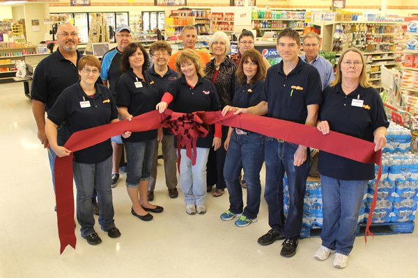 Ribbon-cutting marks opening of Heartland Foods in Hillsboro