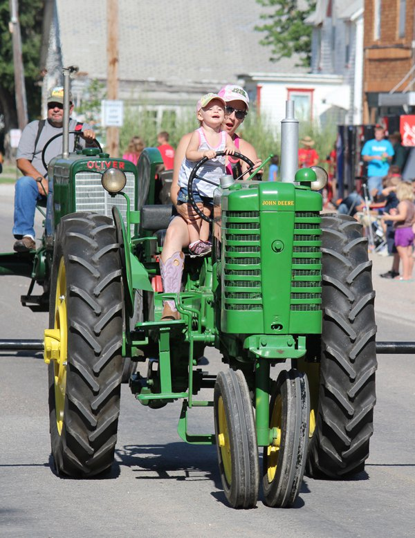 Goessel's Threshing Days draws engine enthusiasts of all ages