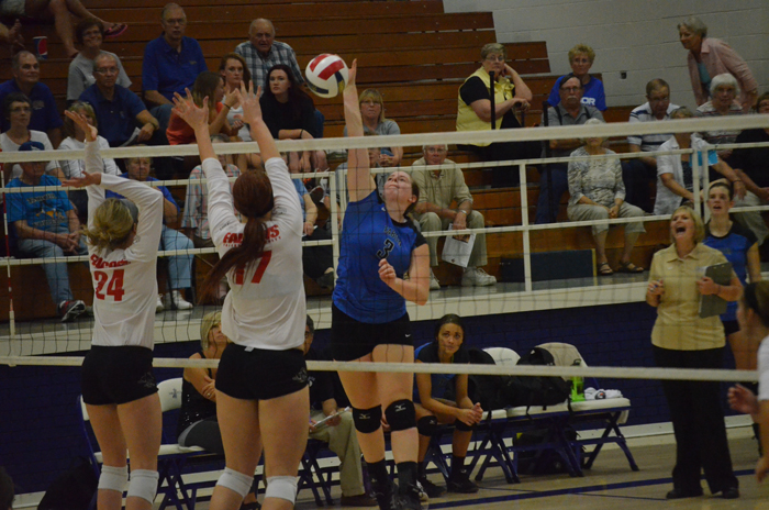 Tabor volleyball defeats Sterling, loses 3-1 to Friends