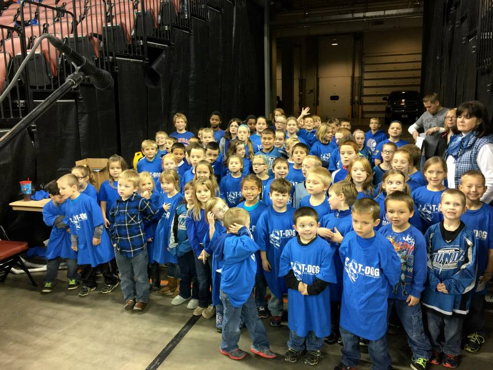 MES students sing anthem at Thunder game