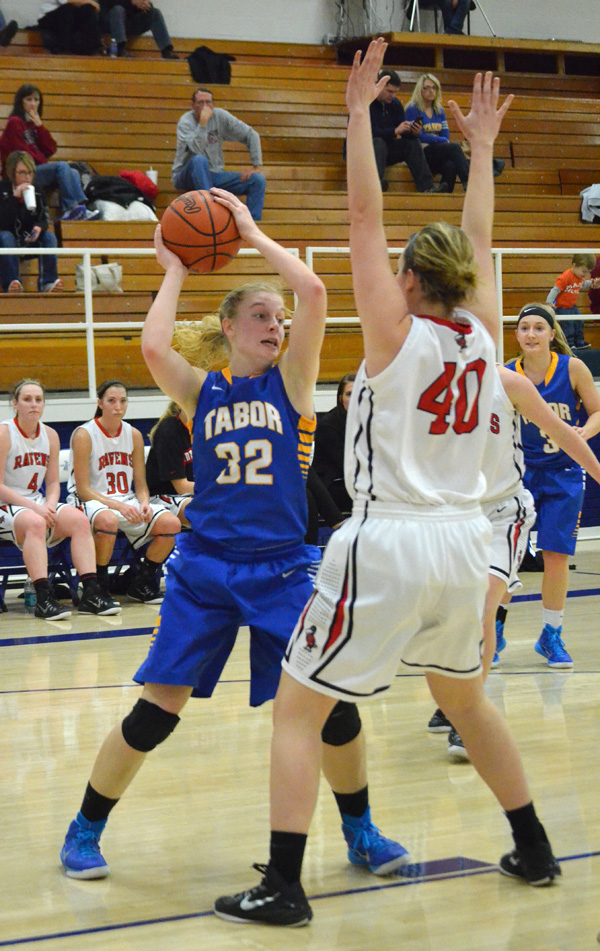 Bluejays lose final games of Tabor Classic
