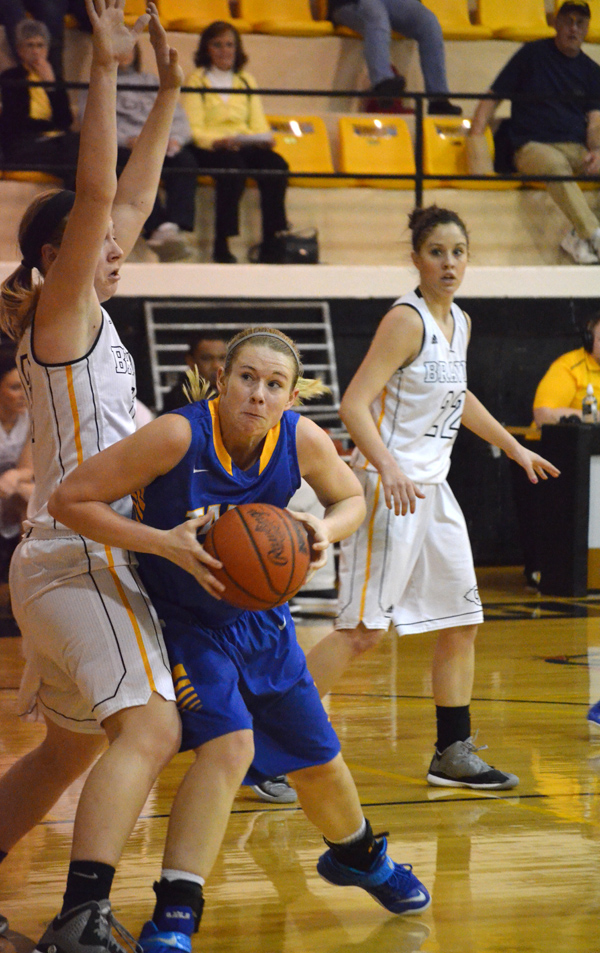 Tabor women split pair of games