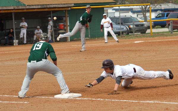 Hillsboro baseball team drops two to Greenbacks