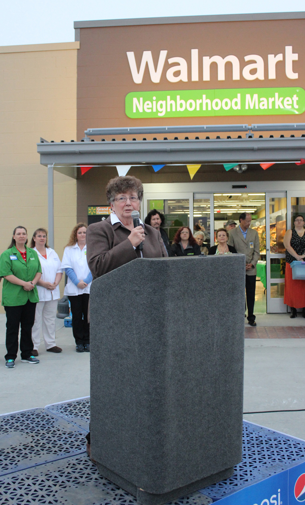 Hillsboro Mayor Delores Dalke addresses the crowd of some 100 people who gathered for the grand opening of the Wal-Mart Neighborhood Market at 7:30 a.m. April 8. Dalke said the store is trying to be part of the community, and has joined the Chamber of Commerce. Later, two Hillsboro organizations received contributions from Wal-Mart totaling $2,500. Don Ratzlaff / Free Press
