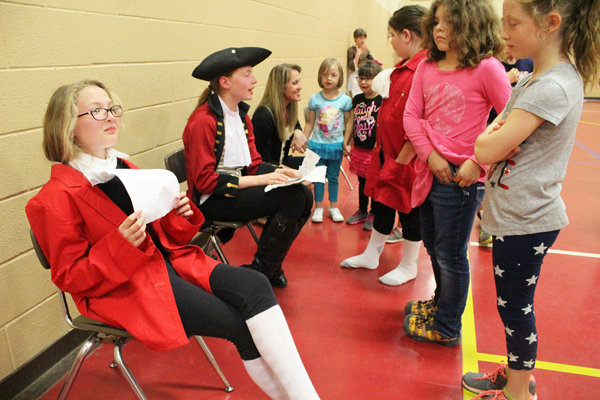 Students make history live at HES ?museum?