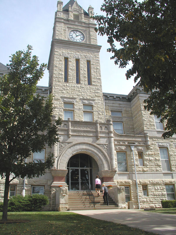 Commissioners consider plans for courthouse