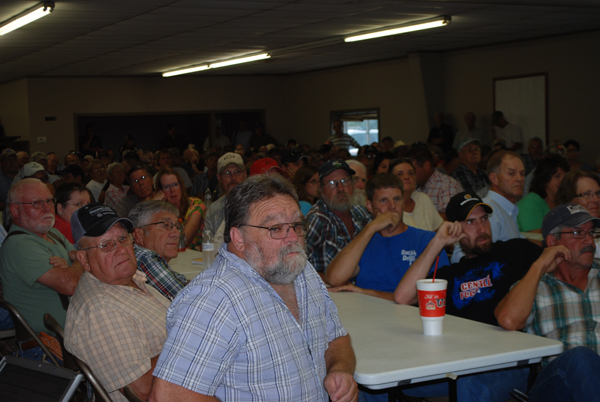 County roads meeting draws an estimated 400 participants Monday