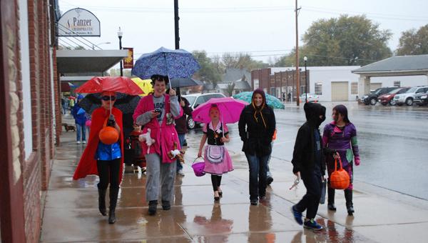 Welcomed rain doesn?t dampen the Halloween spirit in Hillsboro