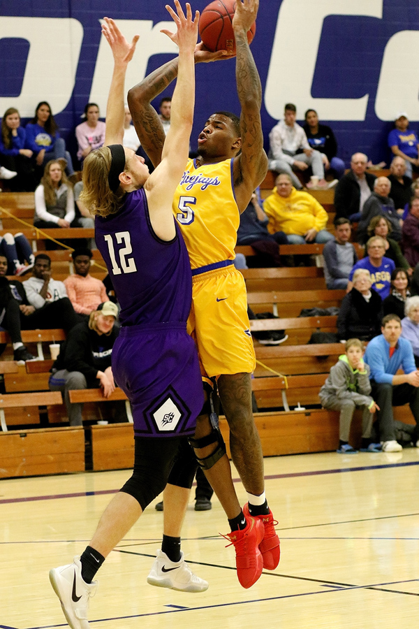 No.6 Moundbuilders ward off Blue mens' late rally