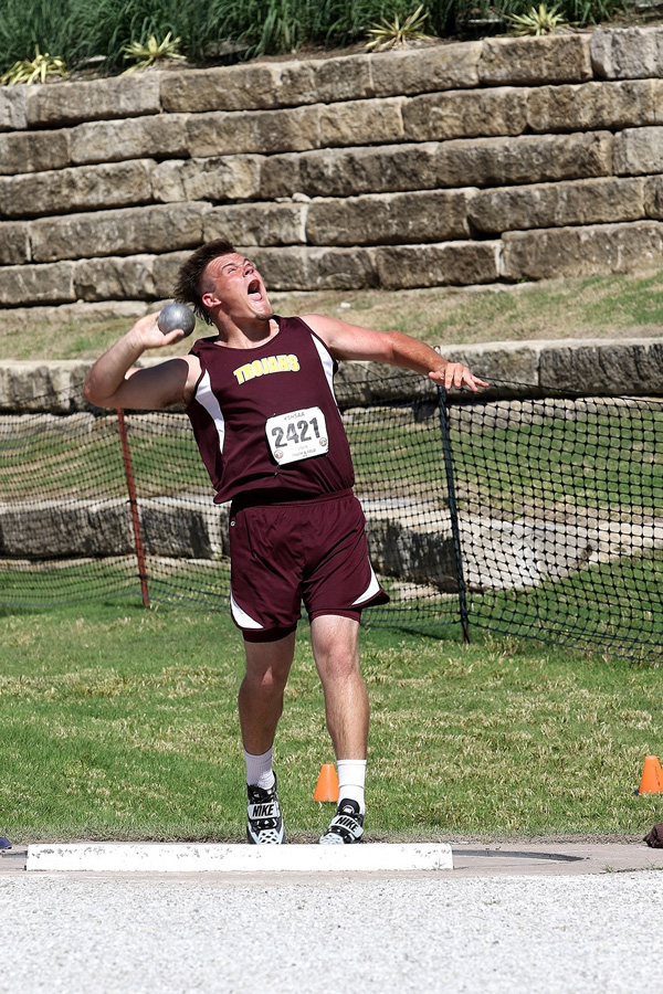 Wes Shaw wins the Class 2A shot put championship with this state record-breaking throw of 60 feet, 11.5 inches.