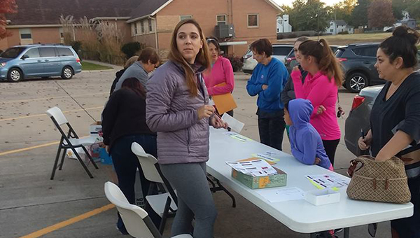 Dr. Alisa Schmidt helps participants register for the Hillsboro Community Hospital's Annual Heart and Sole 5K. Regina Warren/Special to the Free Press