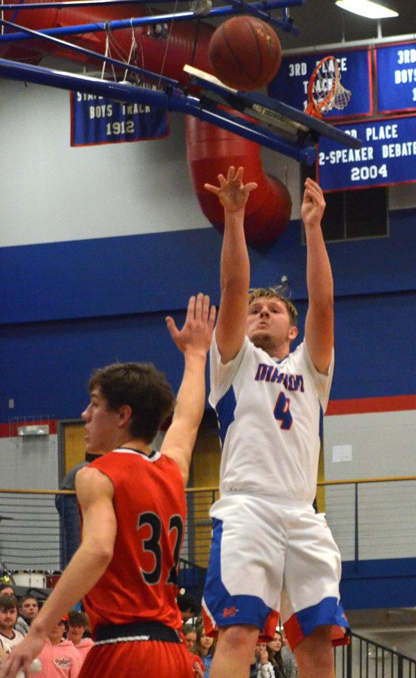 Moundridge gets best of Marion, 66-58