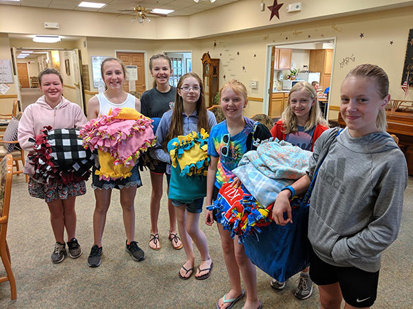 Marion students piece together blankets for local nursing home residents