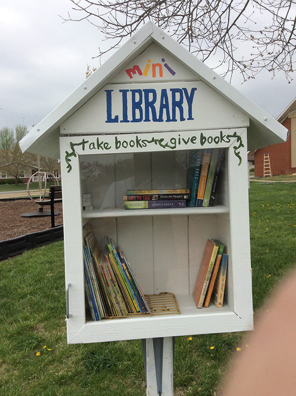 Area church puts up  little open library