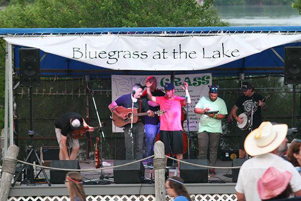 Crowds flock for Bluegrass