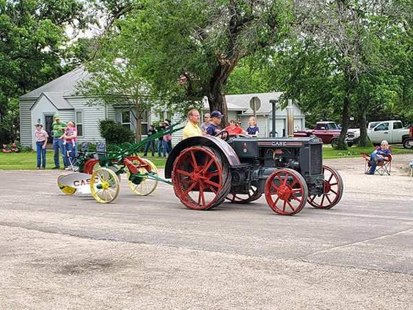 Antique Engine and Tractor Show draws crowd in Lehigh over Memorial Day