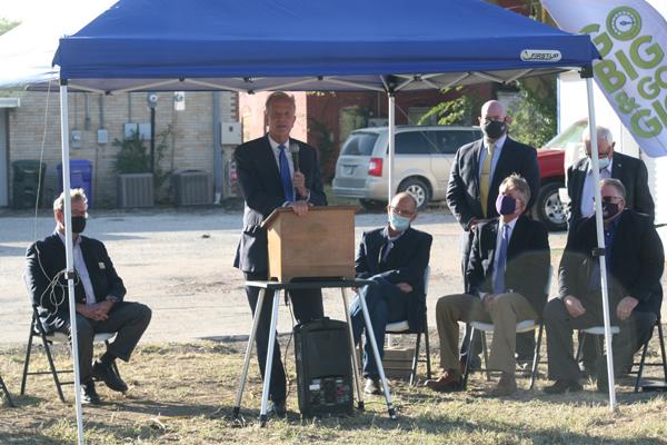 Hillsboro holds groundbreaking ceremony for broadband internet