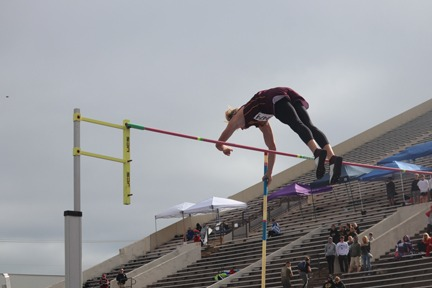 Hein defends pole vault title from two years ago
